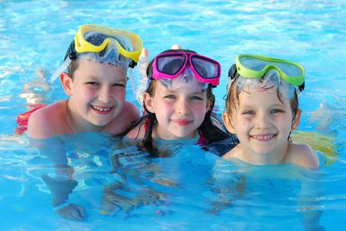 Hướng dẫn lựa chọn phao bơi cho bé 2 tuổi trở lên