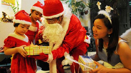 Chọn quà giáng sinh theo độ tuổi cho bé yêu