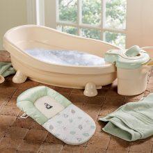 Làm sạch chậu tắm cho con – Dễ mà khó