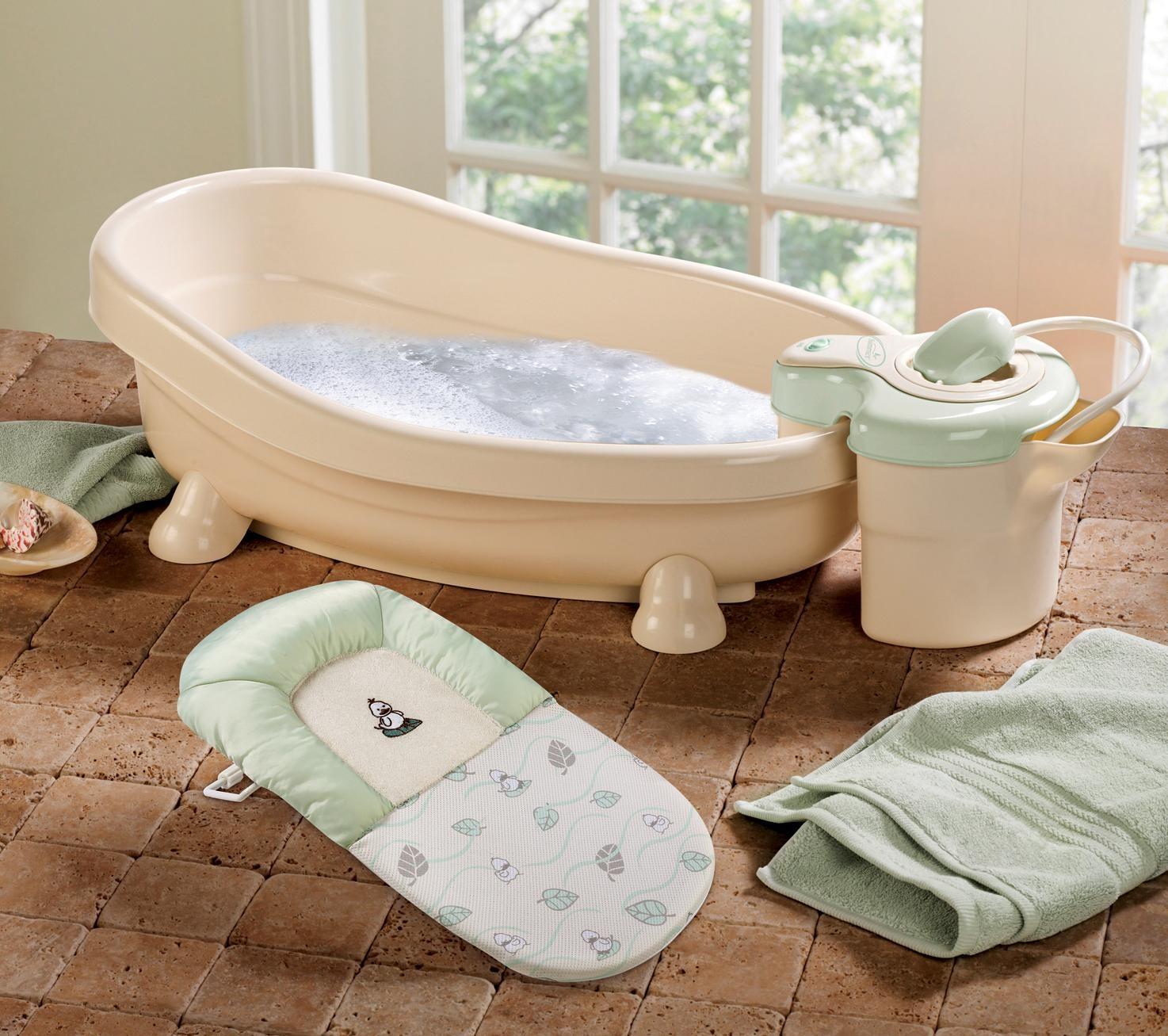 Làm sạch chậu tắm cho bé – Dễ mà khó