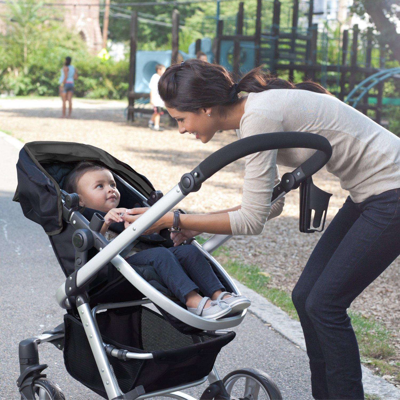 Mẹ nên mua xe đẩy Aprica hay xe đẩy Graco cho bé?