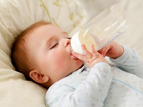 Sai lầm nào mẹ hay mắc phải khi pha sữa Meiji cho bé