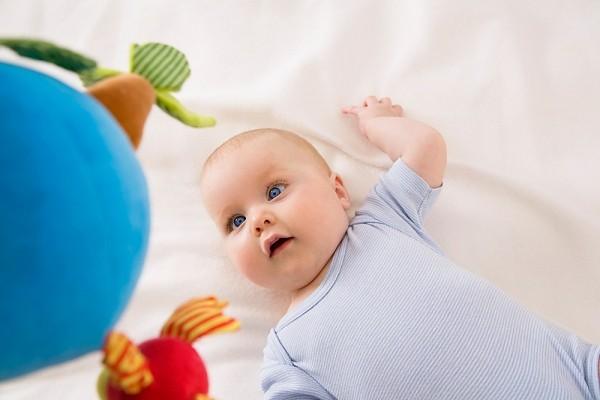 Một số lưu ý giúp cho bé ngủ cũi an toàn