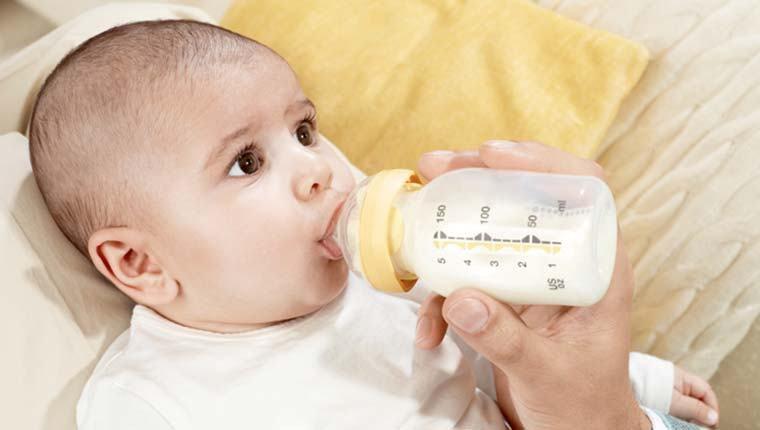 Kết quả hình ảnh cho Trẻ sơ sinh bú được khoảng 600 -900 ml sữa mỗi ngày