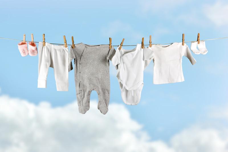 Những lưu ý mẹ cần biết khi giặt quần áo cho trẻ sơ sinh