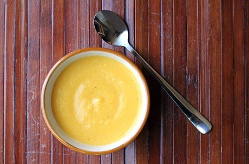 Bí ngô trộn sữa - Món bột ăn dặm cho bé 6 tháng tuổi