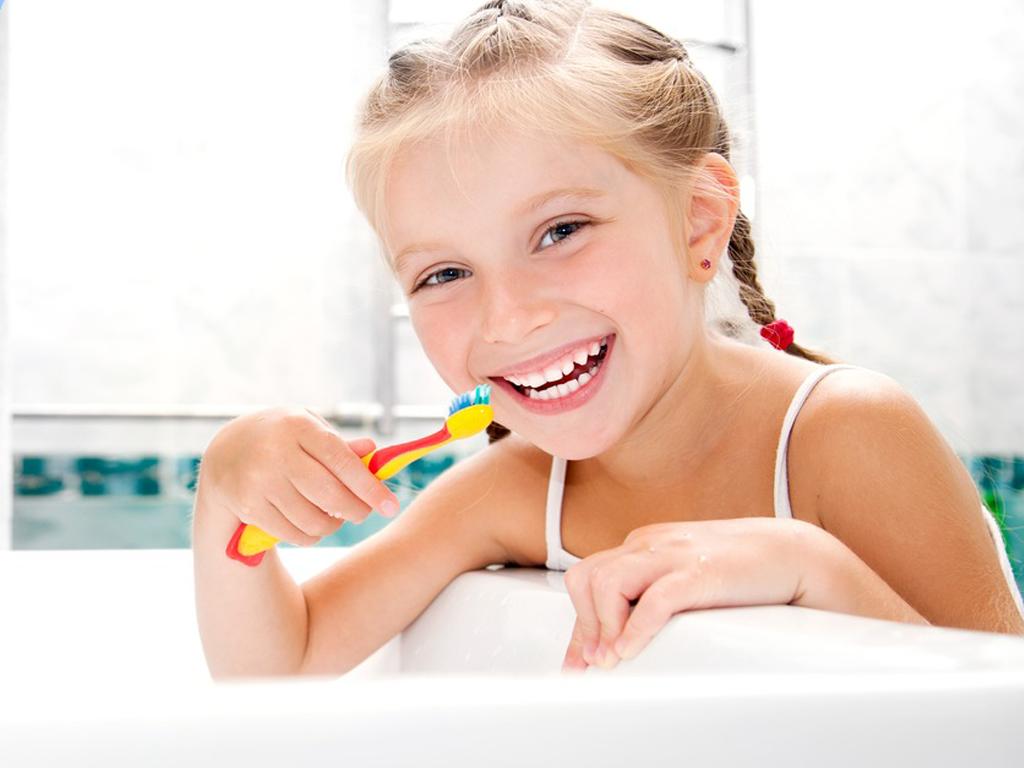 """5 quy tắc """"nằm lòng"""" khi chọn kem đánh răng cho trẻ"""