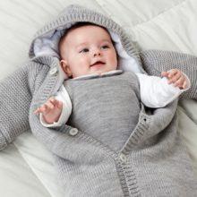 Mặc quần áo cho trẻ thế nào để phù hợp với thời tiết giao mùa