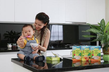Ca sĩ Trương Quỳnh Anh, Tim chọn bột ăn dặm Heinz cho bé Sushi nhà mình
