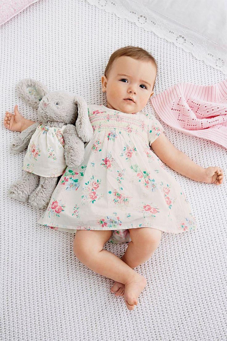 Kinh nghiệm mua sắm quần áo sơ sinh cho bé mùa hè