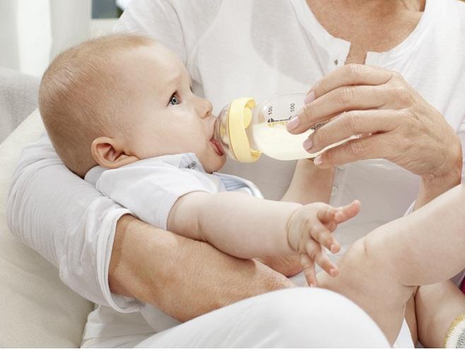 Bình sữa Medela giá bao nhiêu? Mua bình sữa Medela chính hãng ở đâu?