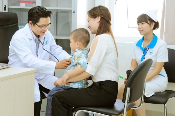 khám sức khỏe cho trẻ thường xuyên