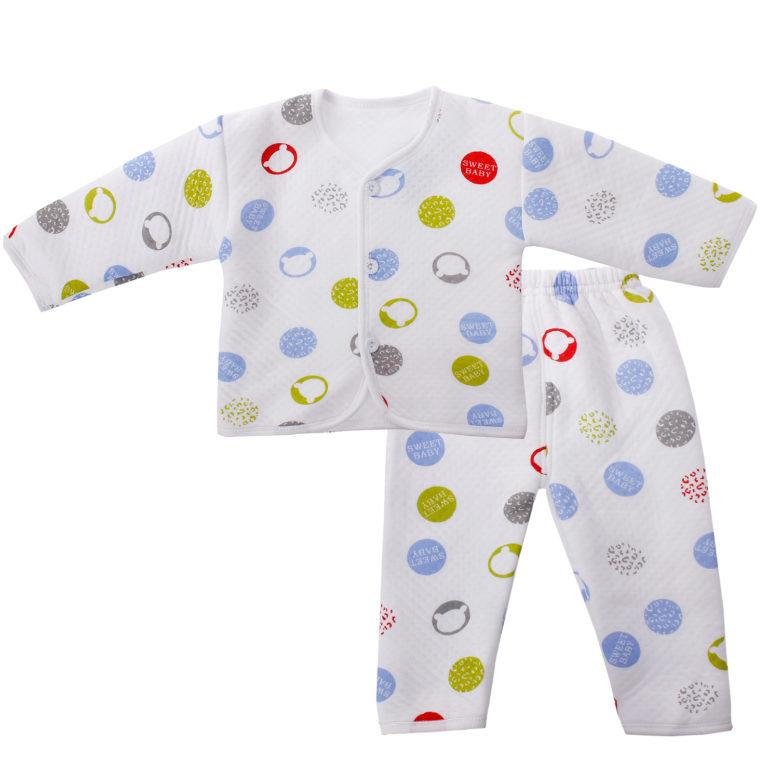 Mặc đồ sơ sinh cho bé đúng cách