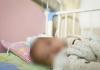 bé 7 tháng tuổi tử vong do sai lầm của bố mẹ