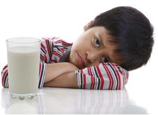 làm gì khi bé không chịu uống sữa công thức