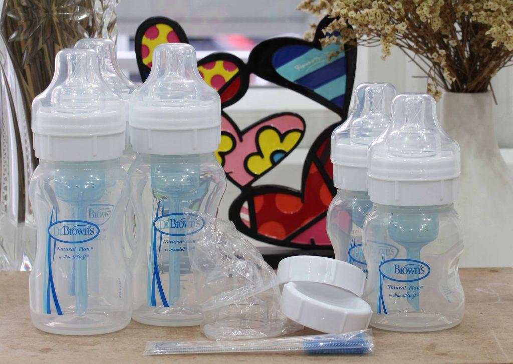 lựa chọn bình sữa cho trẻ sơ sinh