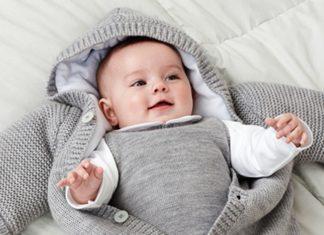 mặc quần áo ấm cho bé sớ sinh