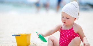 Đồ chơi đi biển cho bé