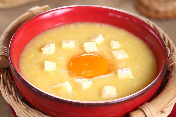 Mẹo nấu bột trứng cho bé ăn dặm vào mùa hè