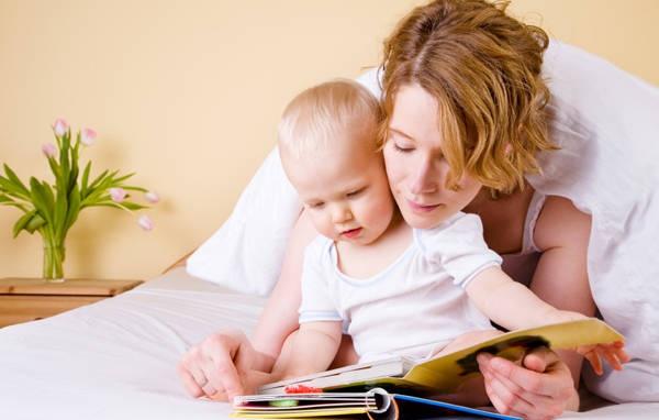Nên đọc sách gì cho bé sơ sinh