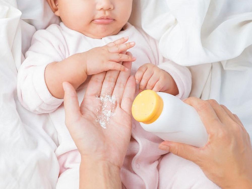 Phấn rôm có tác dụng gì - dùng phấn rôm loại nào tốt  cho bé