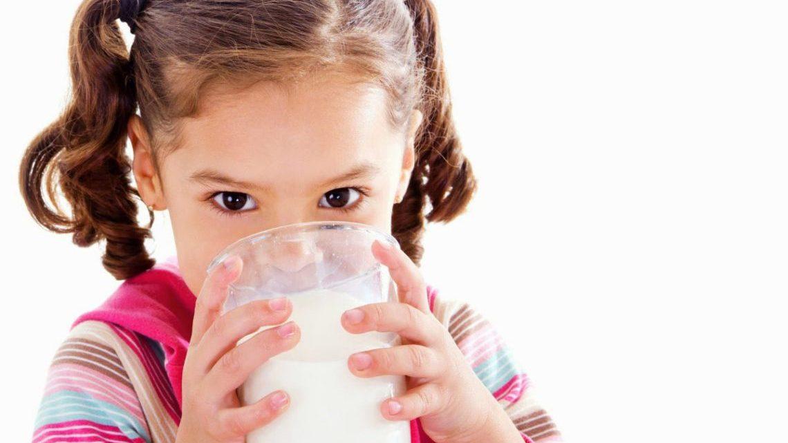 cho trẻ uống sữa đúng cách