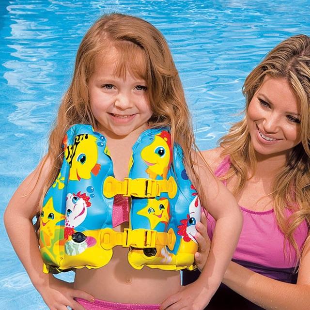 Áo phao bơi INTEX an toàn cho bé.