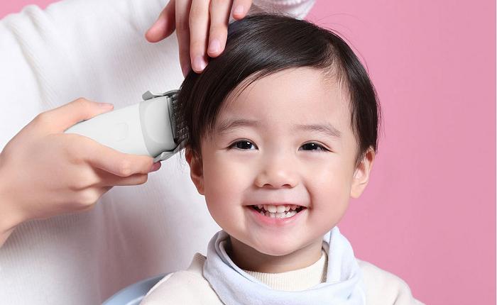 Giá tông đơ cắt tóc cho bé