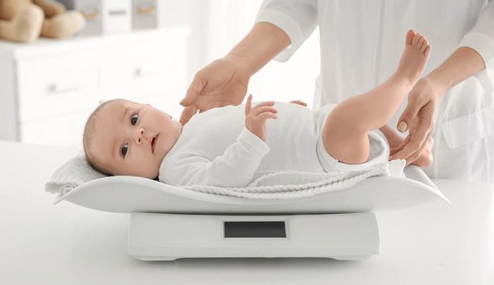 chọn bỉm cho bé theo độ tuổi và cân nặng