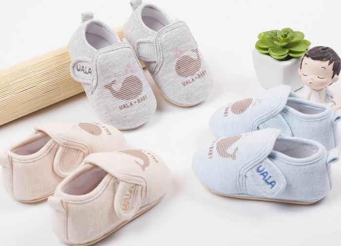 Mách mẹ cách chọn giày tập đi cho bé loại nào tốt ?