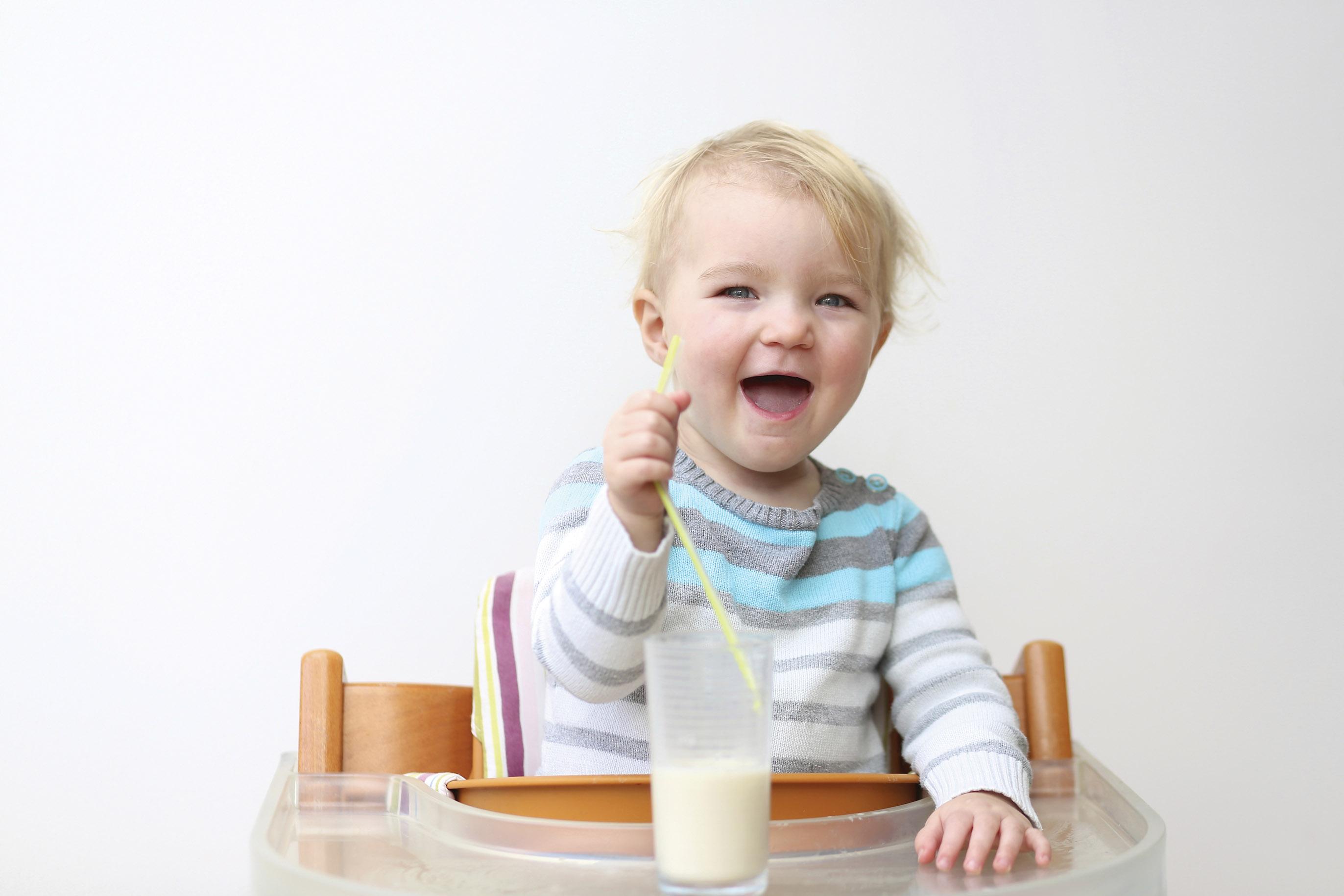 Tại sao bé nên uống sữa công thức