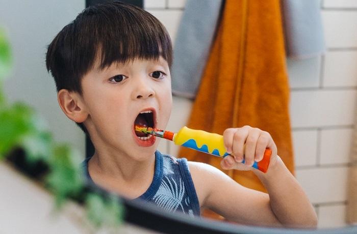 Tìm hiểu bàn chải đánh răng chạy Pin giúp bé tập đánh răng