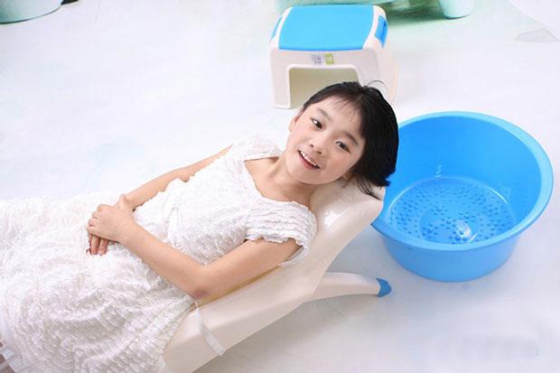 Mua ghế gội đầu cho bé loại nào tốt nhất ?