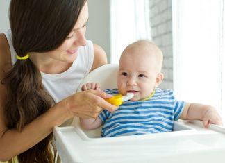 chăm sóc răng miệng cho bé 1 tuổi