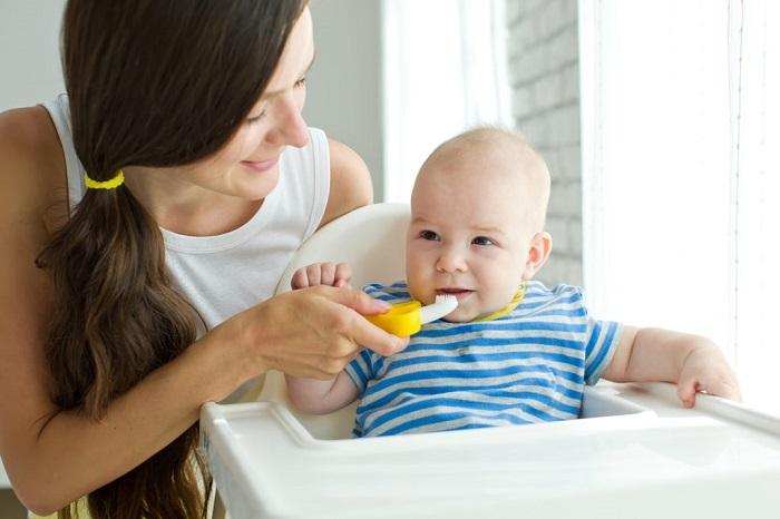 Cách chăm sóc răng miệng cho bé dưới 1 tuổi