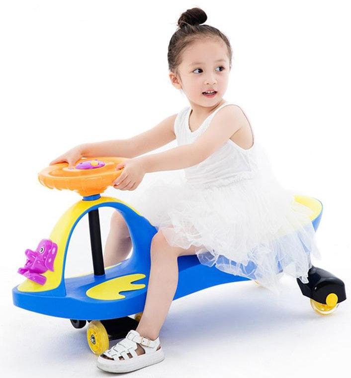 Mẹ có nên mua xe lắc cho bé 1 tuổi sử dụng hay không?