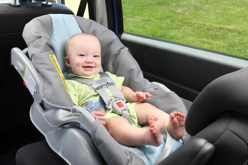 Giải đáp thắc mắc mẹ có nên mua ghế ngồi ô tô cho bé hay không ?