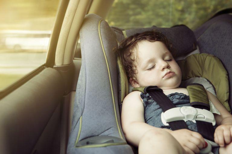 Mẹ sử dụng ghế ngồi ô tô cho bé có tốt hay không ?