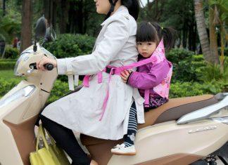 Đai đi xe máy cho bé loại nào tốt