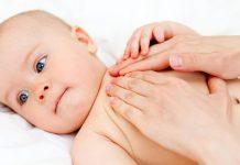 Dầu massage cho bé trước khi tắm