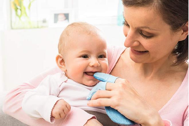 Hướng dẫn vệ sinh tai mũi họng cho trẻ sơ sinh đúng cách