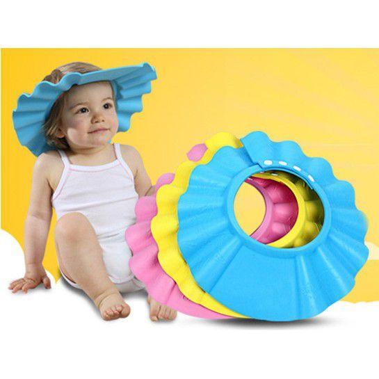 Lựa chọn mũ chắn nước an toàn, chất lượng cho bé khi gội đầu