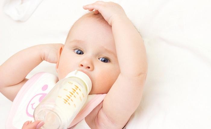 Khi nào mẹ nên thay bình sữa cho bé?