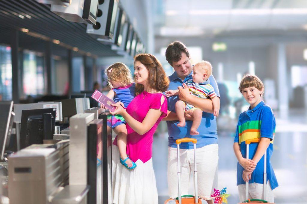 Có được mang xe đẩy trẻ em lên máy bay Vietnam Airlines hay không?
