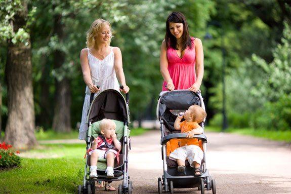 Có thể bạn chưa biết công dụng tuyệt vời của xe đẩy cho bé 3 tháng tuổi