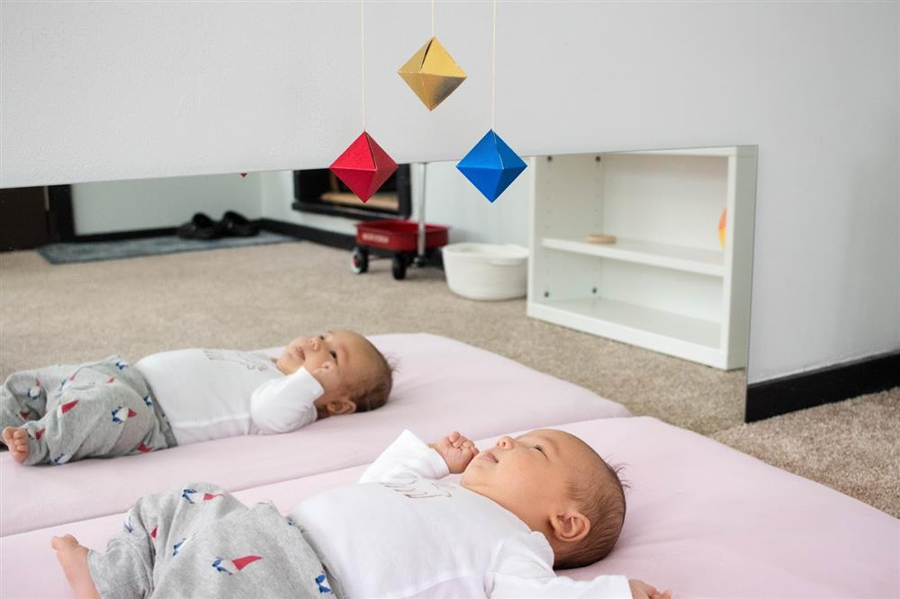 Top 4 món đồ chơi kích thích thị giác trẻ sơ sinh
