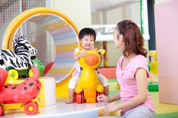 Nên mua đồ chơi cho bé 1 tuổi, 2 tuổi ở đâu Hà Nội, Tphcm