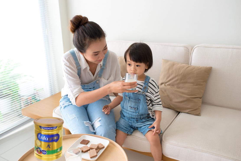 Phát triển chỉ số IQ và EQ cho con từ ngày đầu - Bí quyết nuôi dạy trẻ của mẹ hiện đại