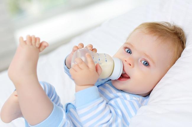 Trẻ uống nhiều sữa tươi có tốt không