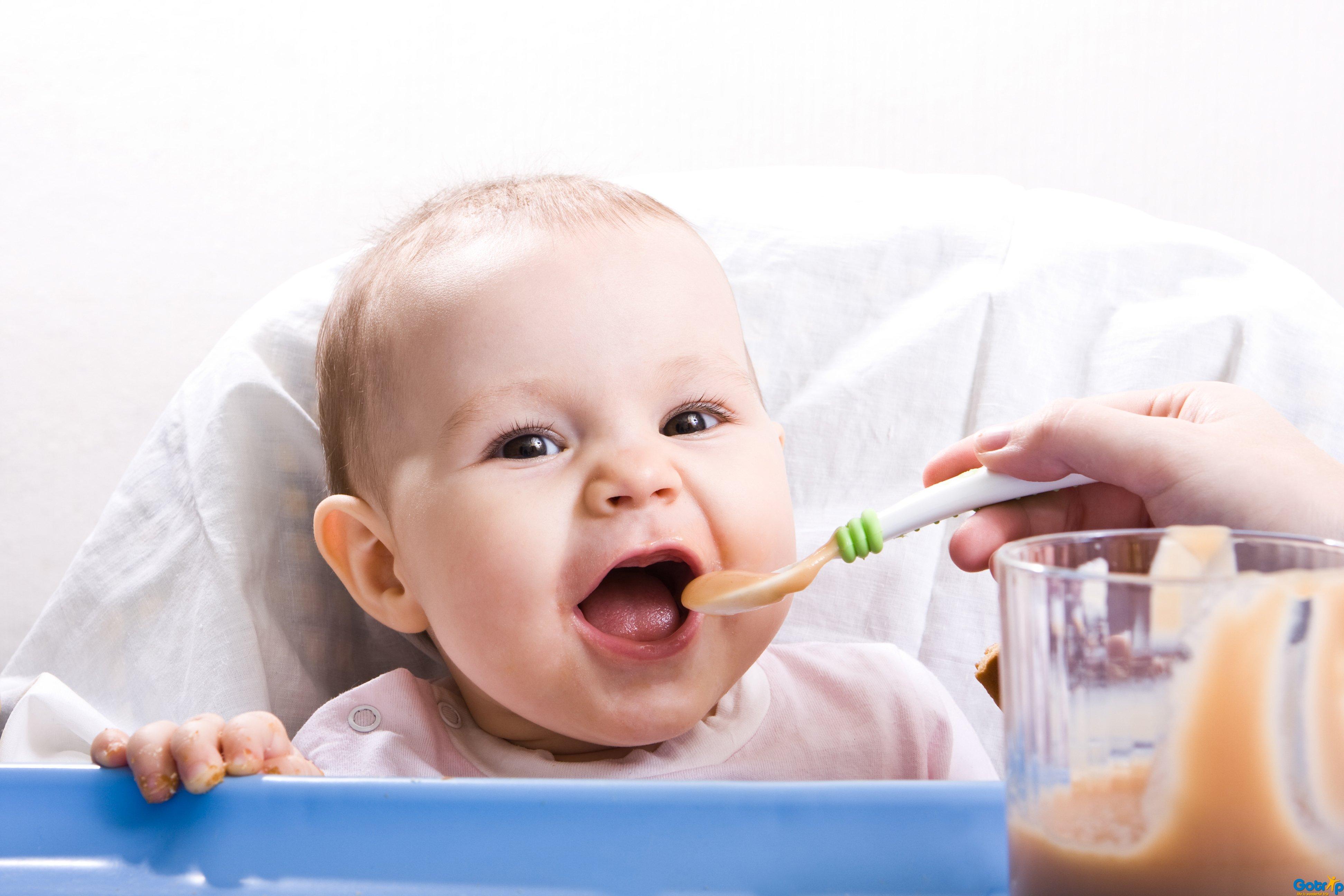 Chia sẻ thực đơn và thời gian biểu ăn dặm khoa học cho bé 6 tháng tuổi